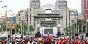 Venezolanos toman las calles y piden salida de Maduro