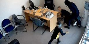 VIDEO: niña defiende a su papá de ladrón