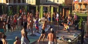 Video: turistas se enfrentan en pelea masiva en Texas