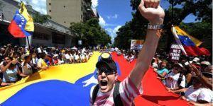 Oposición venezolana mantendrá protestas por referéndum contra Maduro