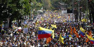 En Venezuela pesan los billetes en vez de contarlos