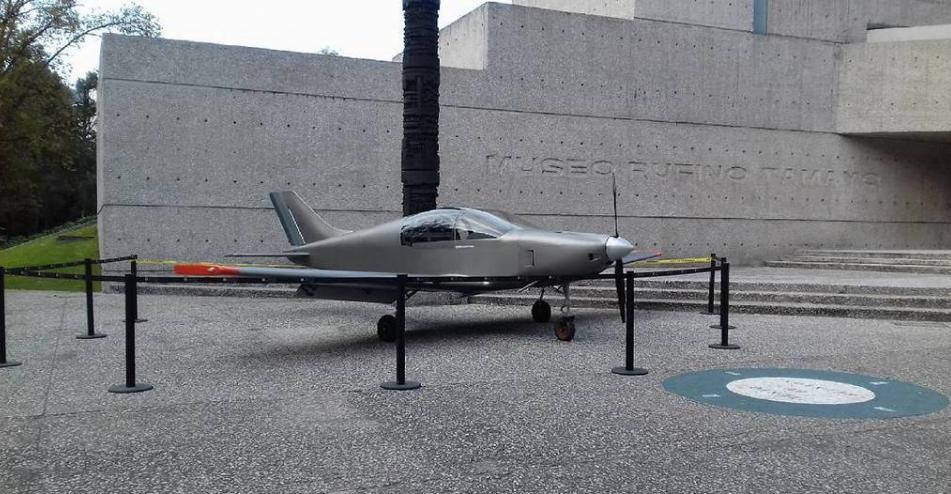 El primer avión de madera hecho en México. Foto de Twitter