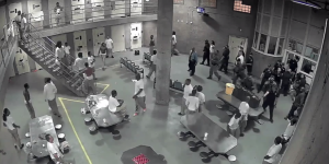 Video: pelea en cárcel en EE.UU. dejó 10 heridos