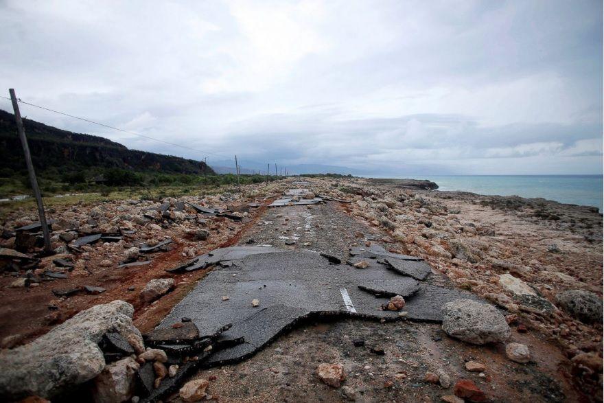 Tras azotar oriente cubano, huracán Matthew se aleja al norte