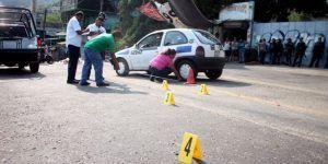 Matan a 2 hombres abordo de un taxi en Acapulco
