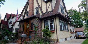 Subastan casa donde vivió Donald Trump