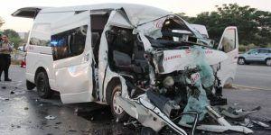Choque entre camioneta y tráiler deja 12 lesionados en Yucatán