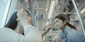Comercial asegura que las mujeres que se maquillan en el metro son feas