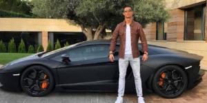 Se burlan de Cristiano Ronaldo en redes sociales por fotografía con Lamborghini nuevo