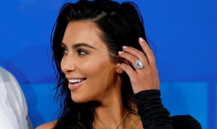 Kim Kardashian usó su anillo de 4.2 millones de dólares el mismo día que fue asaltada. Foto de Internet