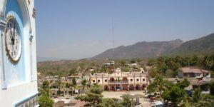 Balacera en palacio municipal de Oaxaca deja un muerto