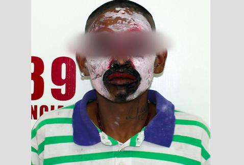 El detenido dijo disfrazarse de payaso hasta tres veces al día. Foto de Internet