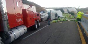 Cierran carretera México-Cuautla por volcadura
