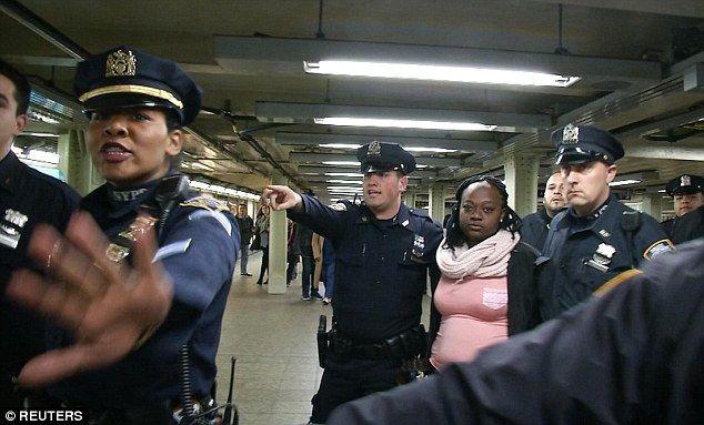 La mujer detenida. Foto de Reuters