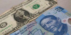 Dólar cierra jornada hasta en 21.06 pesos a la venta