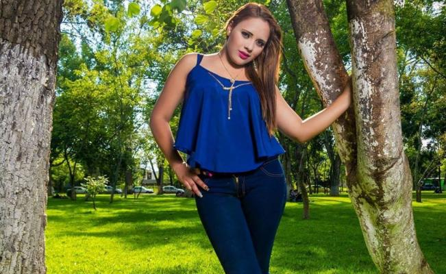Ejecutan a joven conductora en Apatzingán, ¡la tiraron en la carretera!