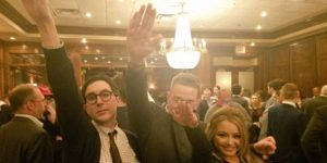 Restaurante pide disculpas por saludo nazi durante triunfo de Trump