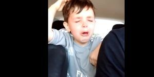Video: niño se niega a jugar como portero