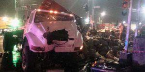 Vuelcan dos vehículos en la Ciudad de México