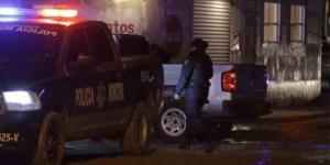 Policía roba celular a víctima de ejecución