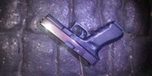 Policía detiene a cuatro por robo de arma a agente