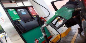 Mexicanos tendrán que trabajar 10 días para llenar tanque de gasolina