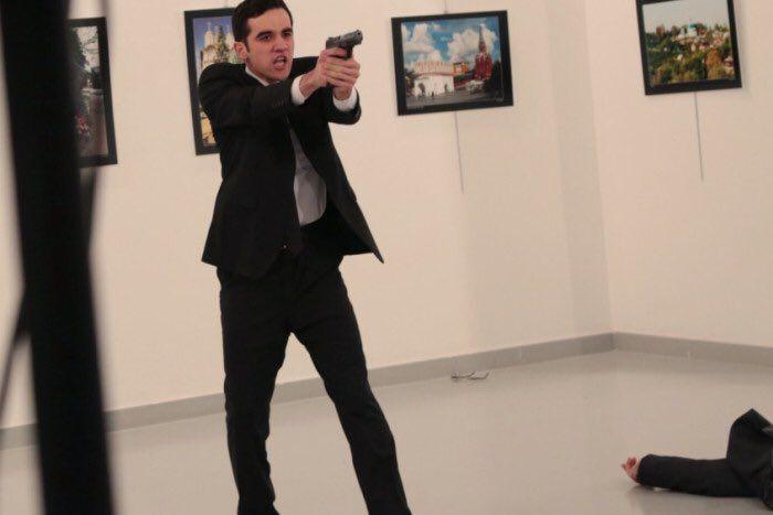 El terrorista que asesinó al embajador. Foto de @apurposefulwife
