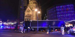 Camión arrolla a multitud en mercado de Berlín y deja 12 muertos