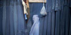 Decapitan a mujer en Afganistán por ir de compras sin su marido