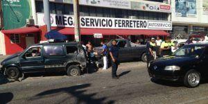 Carambola de diez autos deja dos lesionados en Acapulco