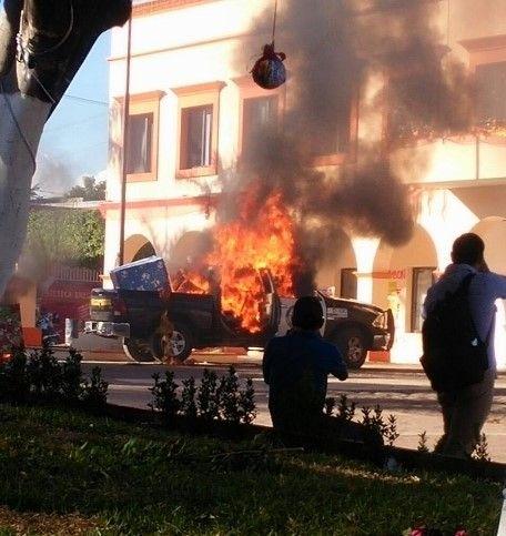 Pobladores de Frontera Comalapa, Chiapas, incendian patrulla en protesta contra el Alcalde