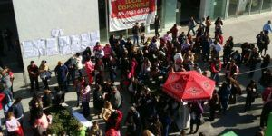 Trabajadores bloquean edificio de Semarnat