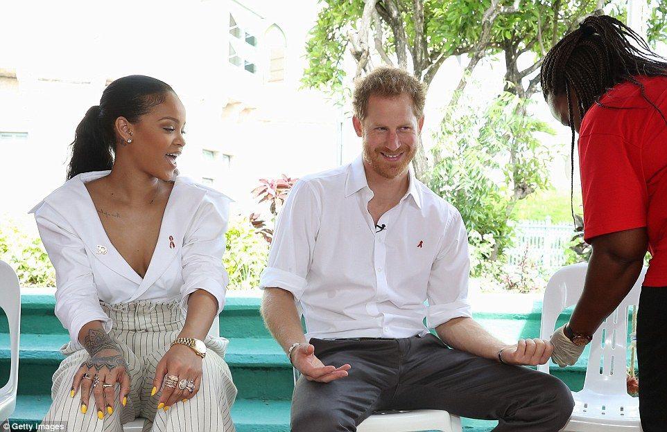 Rihanna se encuentra con el príncipe Harry