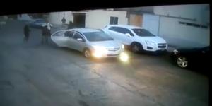 Video: grupo armado roba dos camionetas en Ecatepec