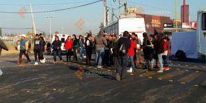 Hombres armados con palos y machetes realizan bloqueo en Oaxaca