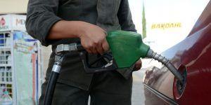 Venden a 9 pesos el litro de gasolina robada en tianguis de Puebla