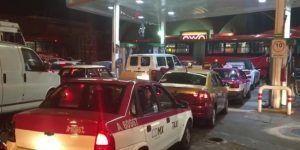 Compras de pánico en gasolineras horas antes del cambio de año