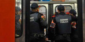 Capturan a ladrón de celular en el Metro