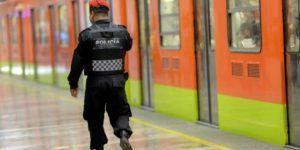 Policías impiden suicidio en estación Normal del Metro