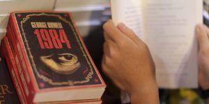 ¿Por qué '1984' de Orwell se convirtió en el libro más vendido en EE.UU.?