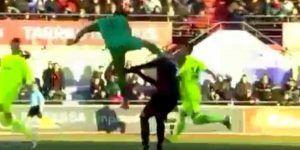 Video: portero patea a jugador en la cabeza y no es sancionado