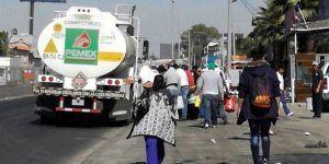 Vecinos de Ecatepec saquean pipa de PEMEX