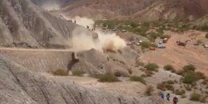 Video: auto se accidenta frente a dos espectadores