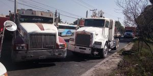 Transportistas se manifiestan en la Autopista México-Querétaro