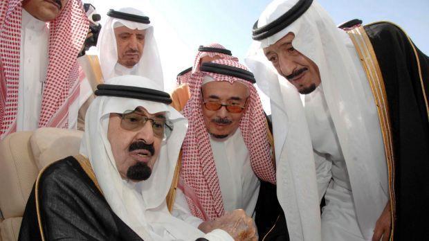 Rey de Arabia Saudita y su comitiva llegan en 27 aviones — Indonesia