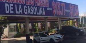 Empresario baja precio de la gasolina en Toluca