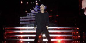 Miguel Bosé rechaza muro de Trump durante concierto en el Zócalo