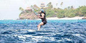 Obama practica 'kitesurf' con Richard Branson