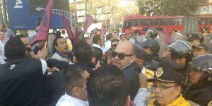 Enfrentamiento entre taxistas y policías en la colonia Juárez