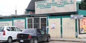Alumna amaga con cuchillo a compañeros y maestra en Tabasco